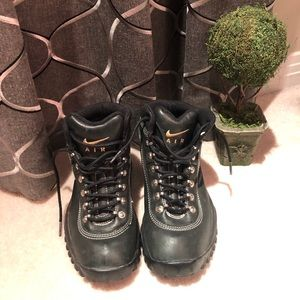 Nike ACG Youth Girl's  Winter Boots Size 5